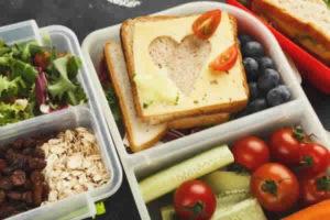 Como substituir alimentos industrializados por alimentos saudáveis?